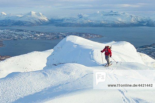 Person Telemark Skifahren in der Bergwelt