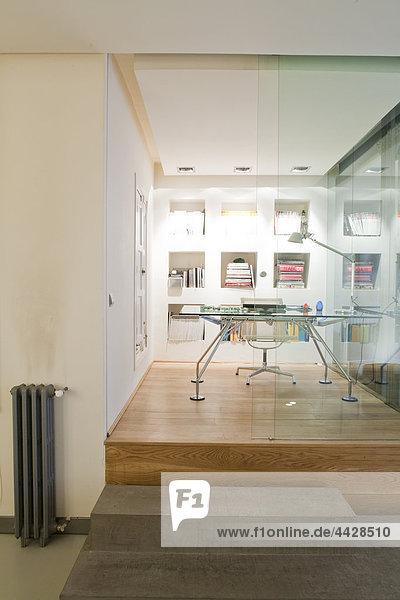 Font-Blick auf das home-Office-Pannelled aus Glas