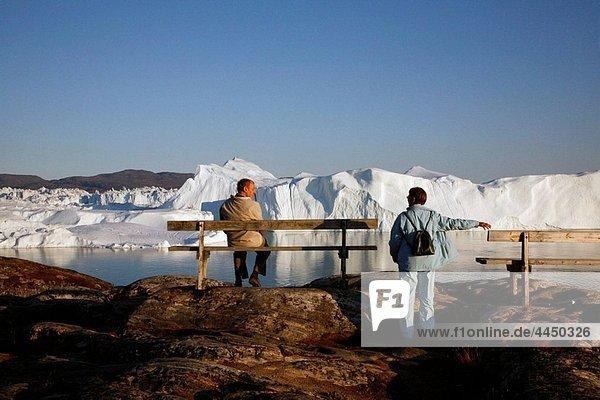People watching the Ilulissat Kangerlua Glacier also known as Sermeq Kujalleq  Ilulissat  Disko Bay  Greenland