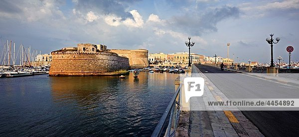 Gallipoli  Puglia  Italy  the bridge leading to the old town