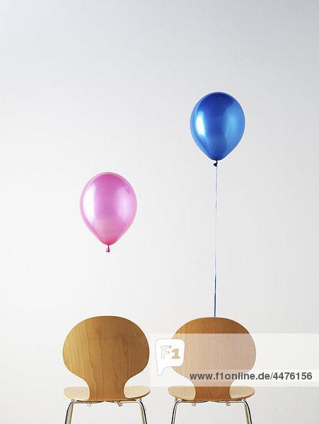 Bürostühle und Ballons