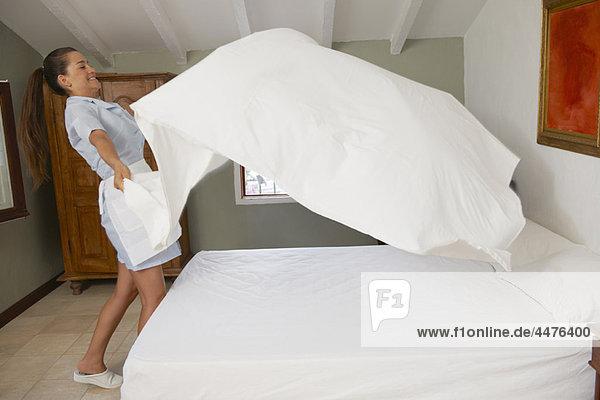 werfen  Bett  Hotel  Bettlaken  Putzfrau  Tuch