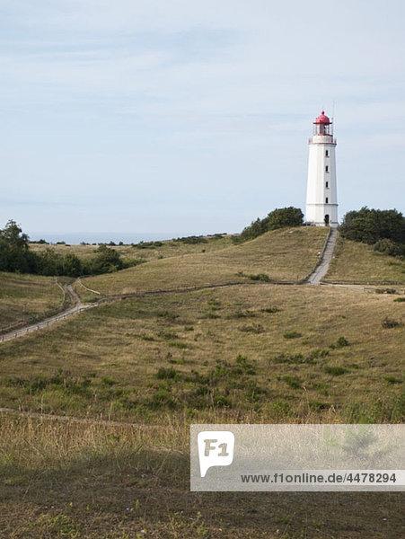 Leuchtturm auf einem Hügel mit Blick auf das Land