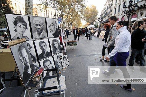 People and street art on Las Ramblas  Barcelona  Catalonia  Spain