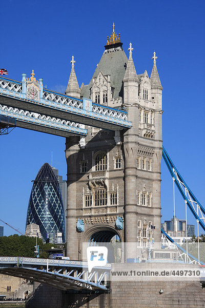 Großbritannien  England  UK  Großbritannien  London  Reisen  Tourismus  Brücke  Landmark  Tower Bridge  Swiss Re  Gurke