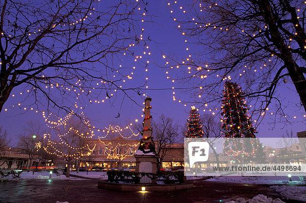 Amerikanische Weihnachtsbeleuchtung.Weihnachtsbeleuchtung Amerika Bauwerk Ereignis Familienfest Fest