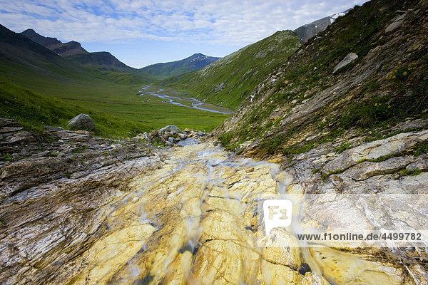 Nationalpark Felsbrocken Berg Planung Landschaft Steilküste fließen Fluss Bach Surselva Sumpf Hochebene Kanton Graubünden Schweiz