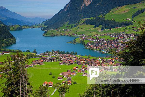Panorama Wohnhaus Gebäude See Dorf Ansicht Lungern Schweiz Kanton Obwalden Schweiz