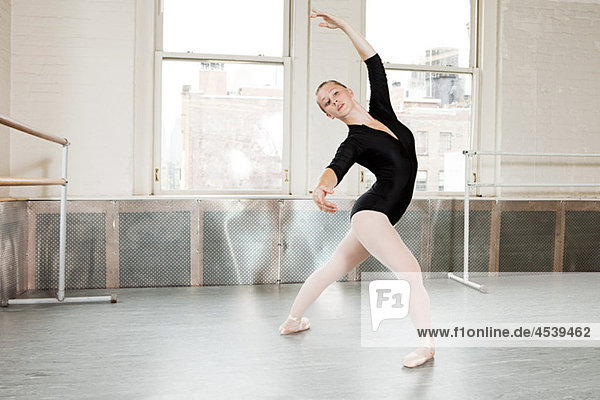 Ballerina aus poser