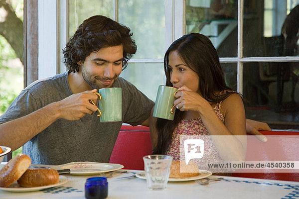 Pärchen beim Kaffee