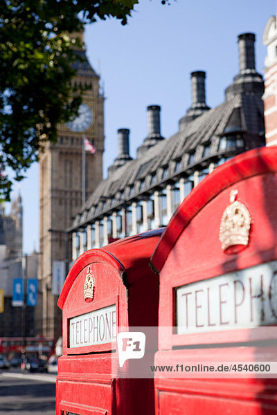 Rote Telefonzelle und Big Ben  Westminster  London
