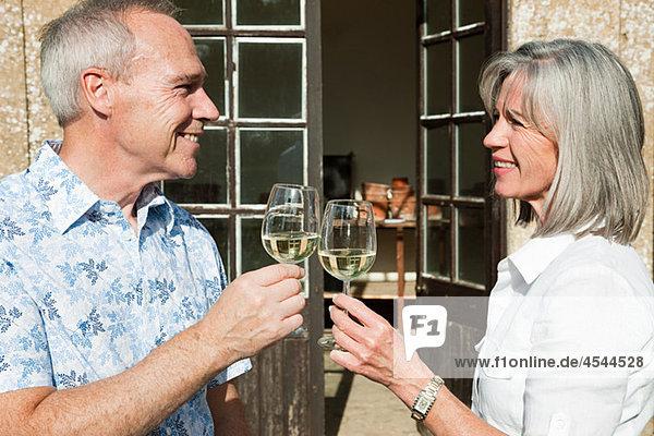 Wein reifer Erwachsene reife Erwachsene trinken