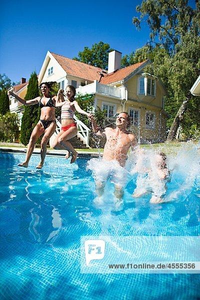 halten springen Schwimmbad