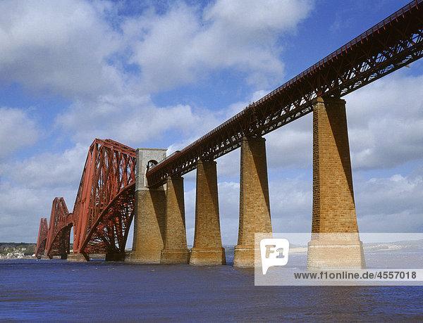 Firth of Fourth Zugbrücke  South Queens Ferry  Lothian  Schottland  U.K.