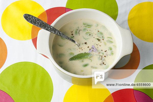 Saubohnen mit Milch und Salbei  / Mit Englischsprachigem Rezept