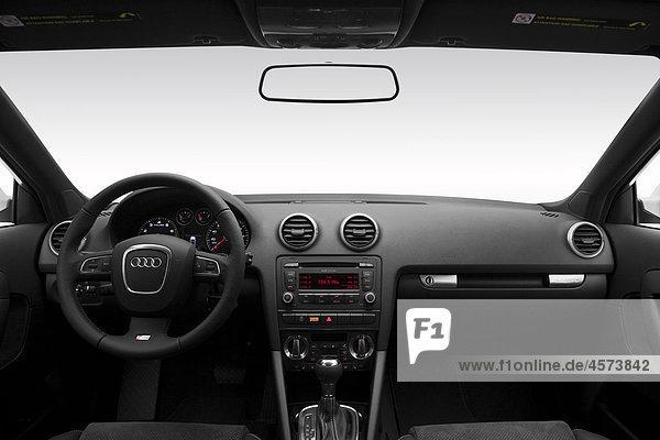 2011 Audi A3 2.0T Quattro in weiß - Dashboard  Mittelkonsole  Getriebe-Shifter-Ansicht