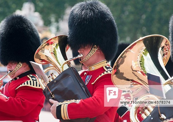 Queens guards band during the ´Changing of the guard´  London