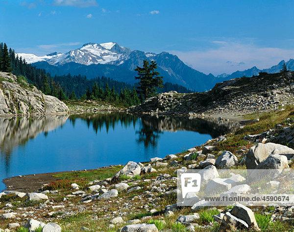 Lake  Mount Baker wilderness. Washignton  USA
