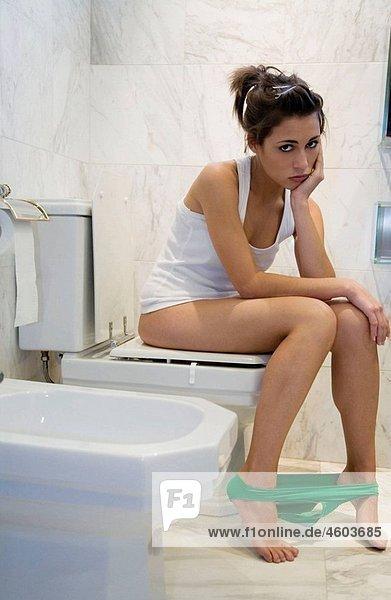 Aufstutzen Badezimmer Barfuss Benutzen Bidet Age