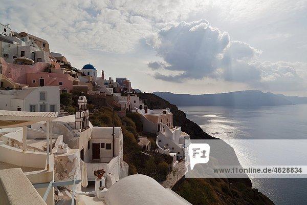Griechenland  Kykladen  Thira  Santorini  Blick auf das Dorf Oia