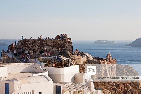 Greece  Cyclades  Thira  Santorini  Oia  Tourist at lontza fort