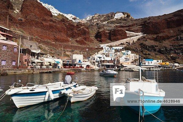 Griechenland  Thira  Oia  Kykladen  Santorini  Blick auf den Hafen von Ammoudi