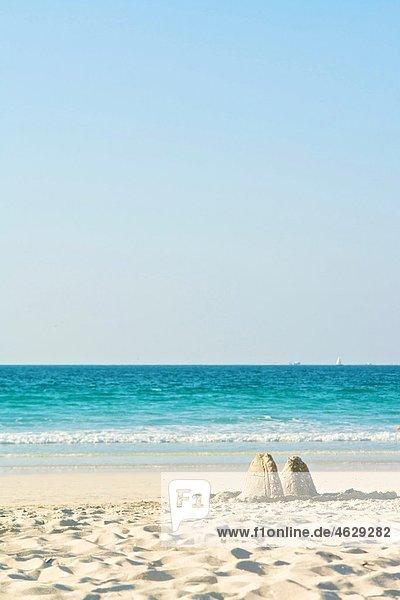 Vereinigte Arabische Emirate  Dubai  Sandhaufen am Jumeirah Beach