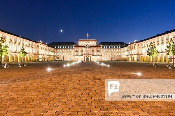 Deutschland  Baden-Württemberg  Mannheim  Blick auf das Barockschloss bei Nacht Deutschland, Baden-Württemberg, Mannheim, Blick auf das Barockschloss bei Nacht