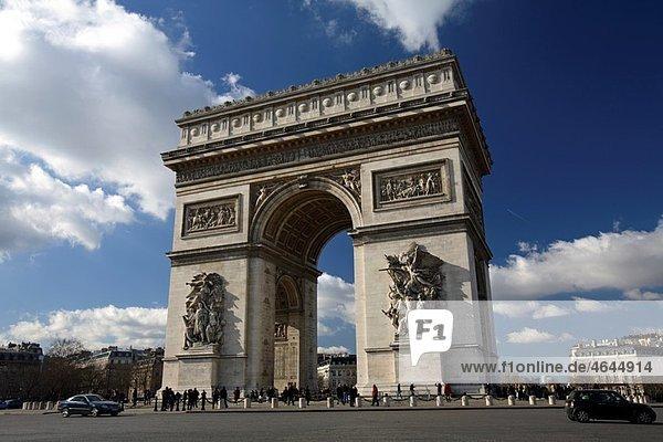 Arc De Triomphe in Place Charles de Gaulle  Paris  France