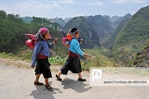 HÂ¥mong women at the roadside around Dong Van  Ha Giang province  northern Vietnam  southeast asia