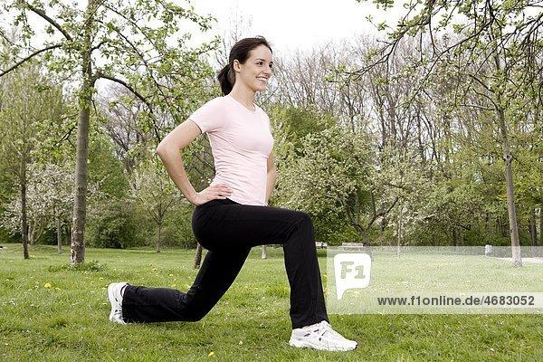 Junge Frau beim Workout
