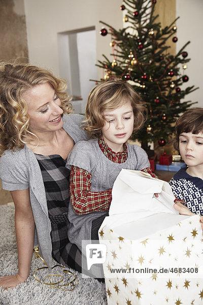 Mutter und Kinder Eröffnungsgeschenk Mutter und Kinder Eröffnungsgeschenk