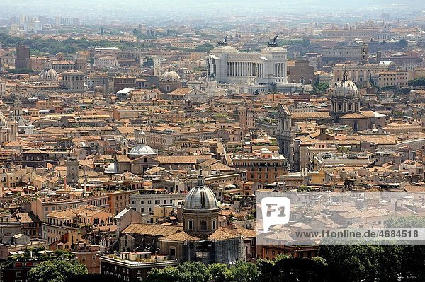 Aerial view of the city of Rome  Italy  with the Monument Nazionale a Vittorio Emanuele II at the bottom of the image