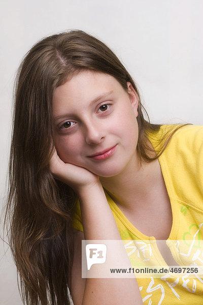 m dchen 14 jahre portr t ibxgig01795620 imagebroker lizenzfreies bild f1online 4697256