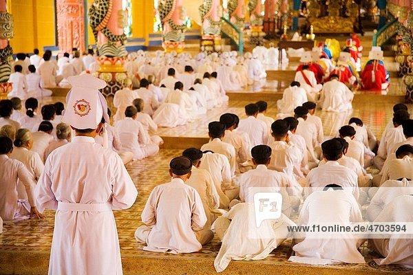 Rows of nuns and monks in Vietnamese temple