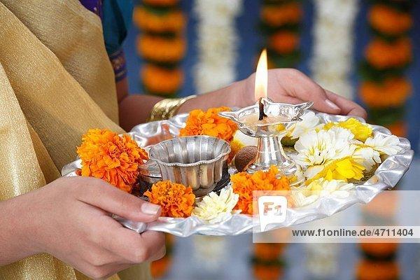 Girl holding aarti thali MR703N