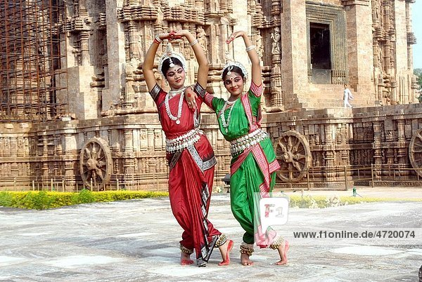 Dancers performing classical traditional odissi dance at Konarak Sun temple   Konarak   Orissa   India MR 736C 736D