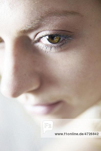 Sinnliches Gesicht einer jungen Frau  Close-up