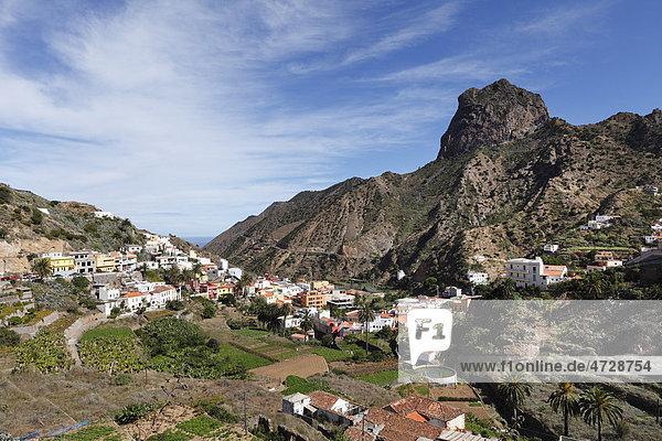Vallehermoso mit Berg Roque Cano  La Gomera  Kanaren  Spanien  Europa