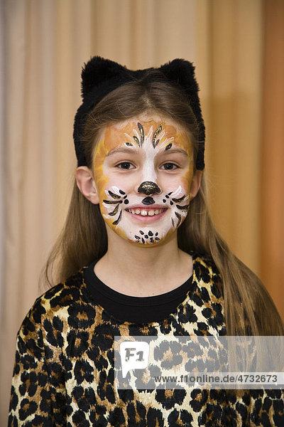 Madchen 8 Jahre Mit Katzen Maske Im Fasching Deutschland Europa