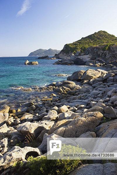 Felsküste  Felsbrocken  Costa Rei  Sardinien  Mittelmeer  Italien  Europa