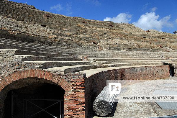 Italien  Campania  Pozzuoli  die Ruinen von Flavius Amphitheater