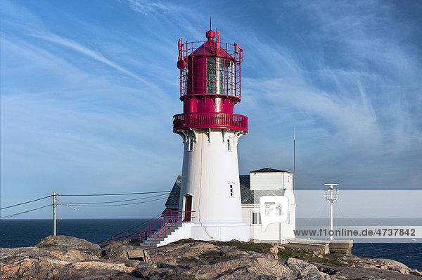 Leuchtturm am Meer  Lindesnes  Norwegen  Skandinavien  Europa