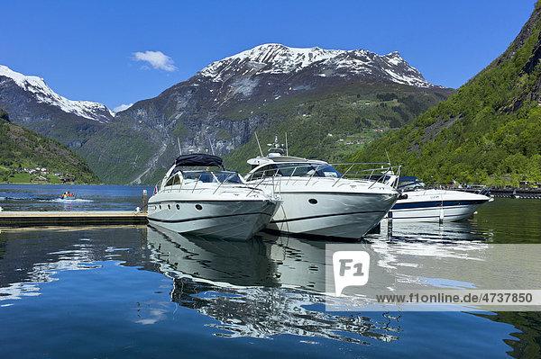 Boote im Geirangerfjord  Norwegen  Skandinavien  Europa