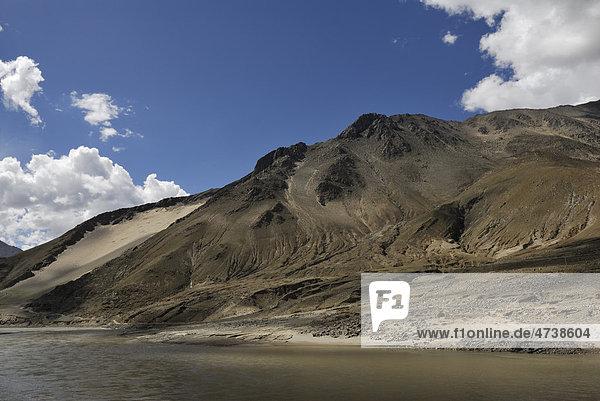 Berglandschaft  Yarlung Tsangpo  Tibet  China  Asien