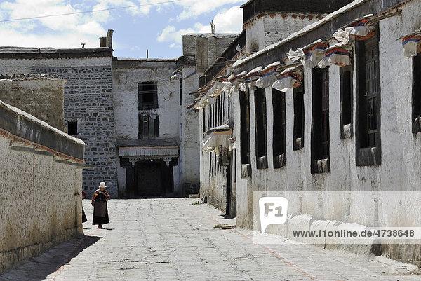 Tibetische Pilgerin  Kloster Tashilhunpo  Shigatse  Tibet  China  Asien