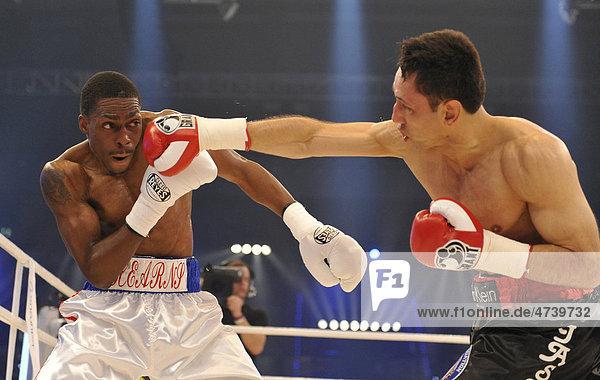 Men's boxing  WBA middleweight world champion Felix Sturm  Germany  black shorts  vs Ronald Hearns  USA  white shorts