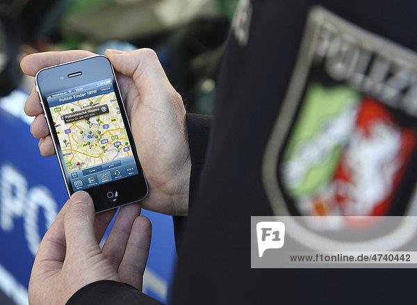 Als erste Behörde hat die Polizei aus Nordrhein-Westfalen eine Polizei App  Applikation  für das iPhone und andere Smartphones  Düsseldorf  Nordrhein-Westfalen  Deutschland  Europa