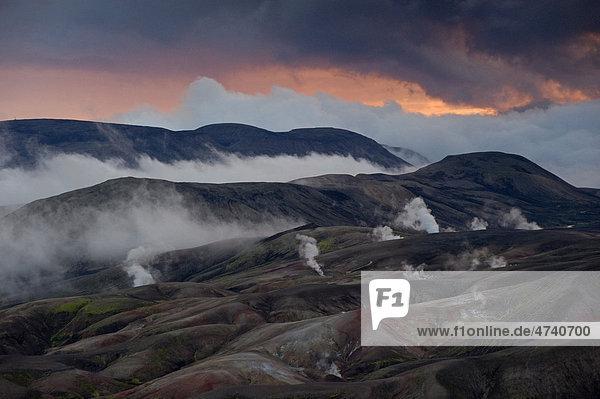Wetterumschwung im Hochtemperaturgebiet Reyjafjöll  Laugavegur Wanderweg  Naturschutzgebiet Fjallabak  Hochland  Island  Europa