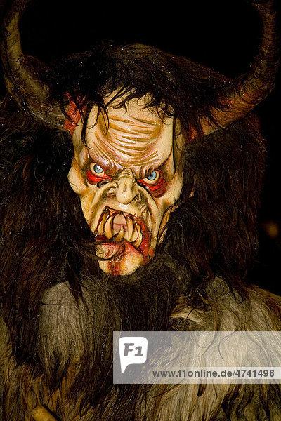 Krampusmaske  Teufel verkleidet in Auer  Südtirol  Italien  Europa Krampusmaske, Teufel verkleidet in Auer, Südtirol, Italien, Europa